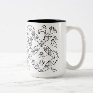 Caneca De Café Em Dois Tons Povos simples - bloco de Sarah Fielke do mês 2018