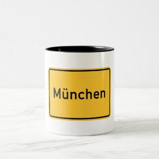 Caneca De Café Em Dois Tons Sinal de estrada de Munich, Alemanha