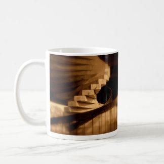 Caneca de café espiral das escadas