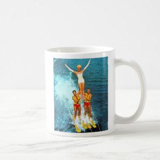 Caneca De Café Esquiadores retros da água dos Dells das mulheres