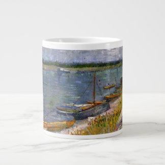 Caneca De Café Grande Opinião de Van Gogh do rio com barcos de