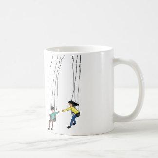 Caneca De Café Ilustração mínima dos casais em um balanço