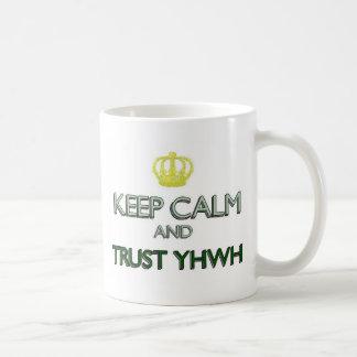 Caneca De Café Mantenha a confiança calma YHWH