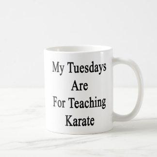 Caneca De Café Minhas terças-feiras são para o karaté de ensino