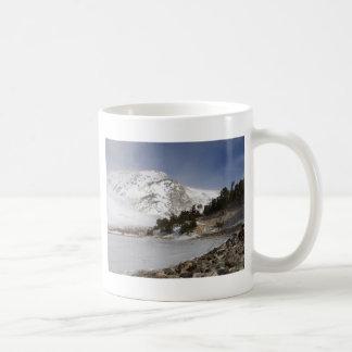 Caneca De Café Montanha congelada