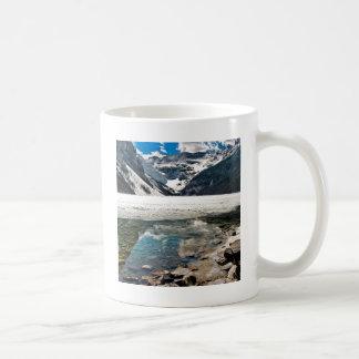 Caneca De Café Montanhas gelados do lago winter da natureza