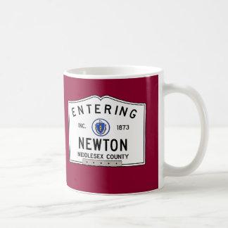 Caneca De Café Newton entrando