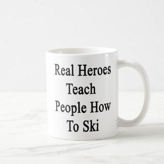 Caneca De Café Os heróis reais ensinam a pessoas como esquiar