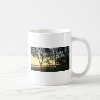 Caneca De Café Por do sol arborizado do ponto