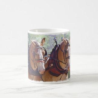 Caneca De Café Registo belga do cavalo de esboço