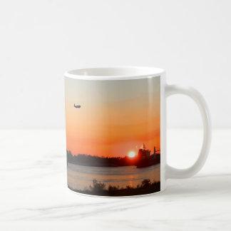 Caneca De Café Rio Mississípi poderoso no por do sol