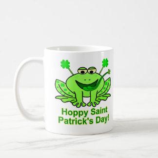 Caneca De Café Sapo irlandês bonito do dia de Patrick de santo