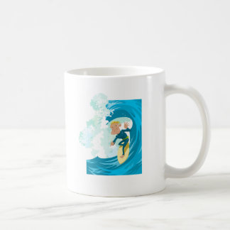 Caneca De Café Surfista sob um túnel da onda
