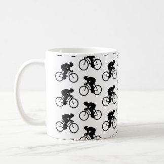 Caneca De Café Teste padrão da bicicleta em preto e branco.