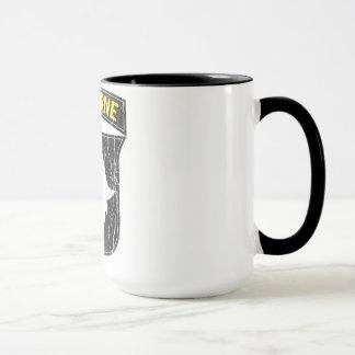 caneca de café transportada por via aérea