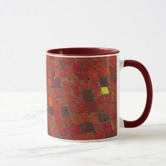 Caneca de café vermelha do azulejo
