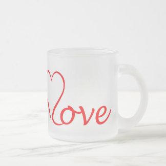 Caneca De Café Vidro Jateado Love coração em pano de fundo branco