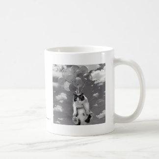 Caneca de café: Vôo engraçado do gato com balões