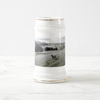 Caneca De Cerveja Carneiros em um vale gelado