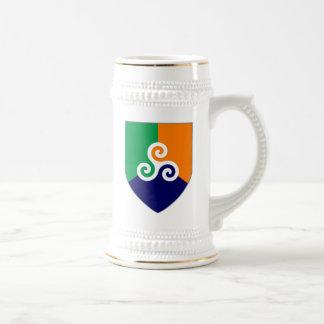 Caneca de cerveja celta irlandesa do protetor