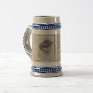 Caneca De Cerveja Design do vintage com sua foto. Adicione seu texto