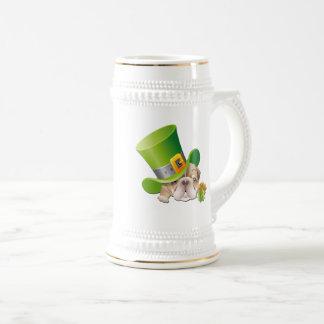 Caneca de cerveja do dia de St Patrick
