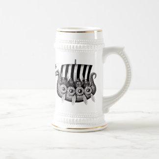 Caneca De Cerveja Viquingues no desenho preto e branco da tinta da