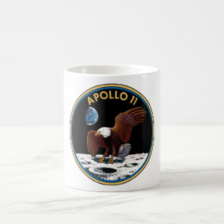 Caneca do remendo da missão de Apollo 11