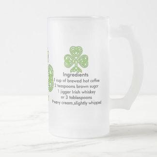 Caneca do vidro de fosco do café irlandês