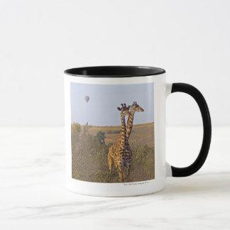Caneca Dois girafas (camelopardalis) do Giraffa, Masai