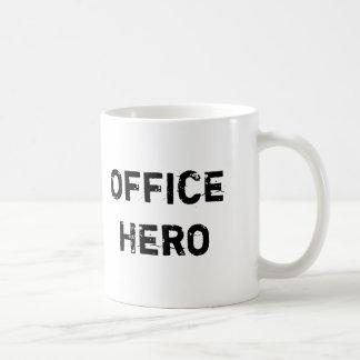 Caneca engraçada do herói do escritório