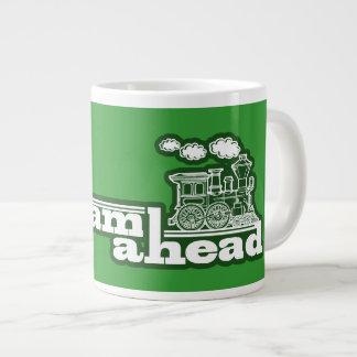 Caneca enorme da especialidade do trem completo ve caneca de café muito grande