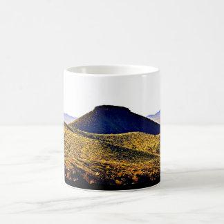 Caneca Mágica Copo de café preto da montanha