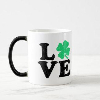 Caneca Mágica Trevo do amor - o dia de St Patrick (Grunge)