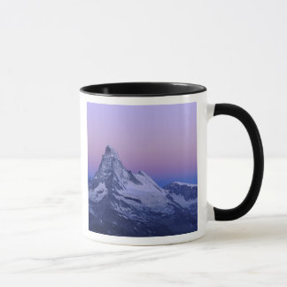 Caneca Matterhorn no alvorecer, Zermatt, cumes suíços,
