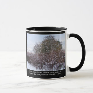 Caneca Neve, bambu e árvores com citações do Seneca