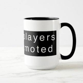 Caneca Os jogadores de xadrez obtêm promovidos