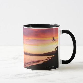 Caneca Por do sol bonito na praia