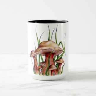 Caneca quente de três cogumelos