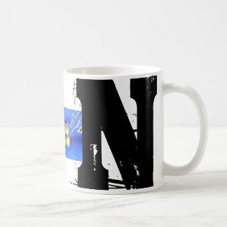 Caneca tipográfica do Grunge do monograma de N