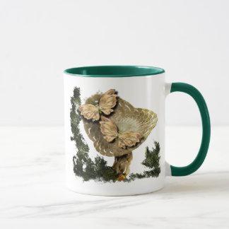 Caneca Um cogumelo e duas borboletas