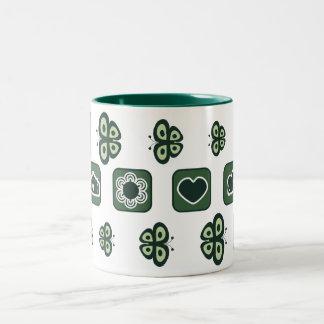 caneca verde escuro do presente do chá de fraldas