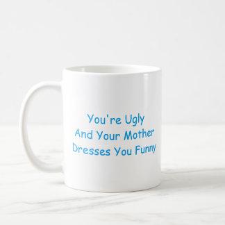Caneca: Você é feio e sua mãe veste-o engraçado Caneca