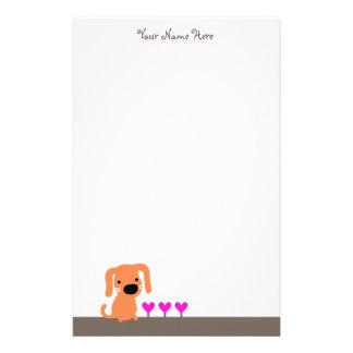 Cão alaranjado bonito & corações papel personalizados