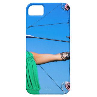 Capa Barely There Para iPhone 5 Jovem mulher que aponta a seta do arco composto