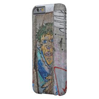 Capa Barely There Para iPhone 6 Arte dos grafites do muro de Berlim