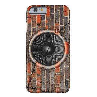 Capa Barely There Para iPhone 6 Auto-falante da música em uma parede de tijolo