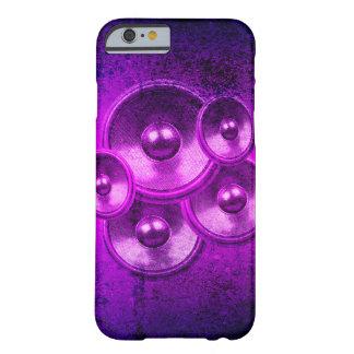 Capa Barely There Para iPhone 6 Auto-falante roxos da música em um muro de cimento