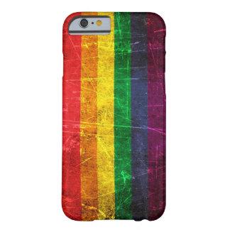 Capa Barely There Para iPhone 6 Bandeira riscada e vestida do arco-íris do orgulho