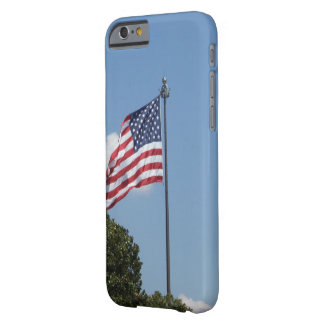 Capa Barely There Para iPhone 6 U.S. Bandeira que acena no vento